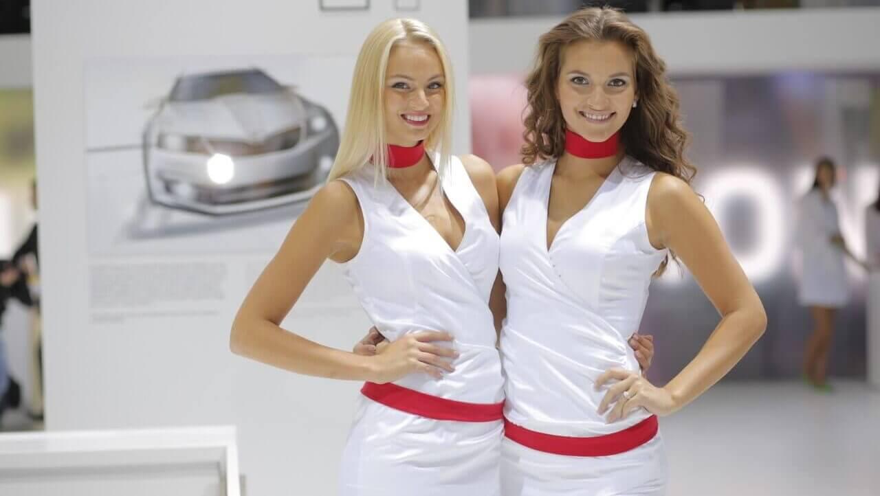 Девушка модель и промоутер работа что подарить на 8 марта на работе девушкам